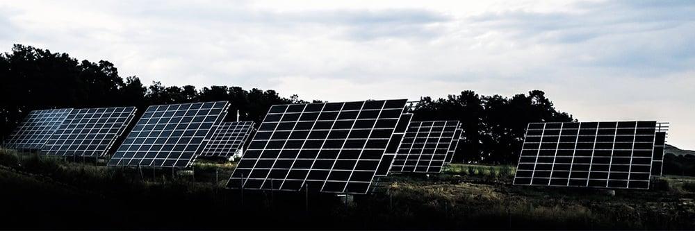 carreras-futuro-mejor-campo-laboral-paneles-solares-1.jpg